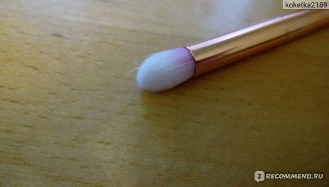 Кисть для теней Aliexpress 4pcs Pro Makeup Brushes Set Foundation Powder Eyeshadow Eyeliner Lip Brush Tool Blending Brush Set Tool Kit фото