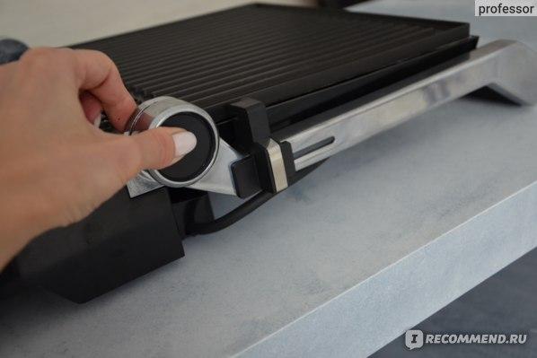 Электрогриль Polaris - кнопка для раскладки на 180 градусов
