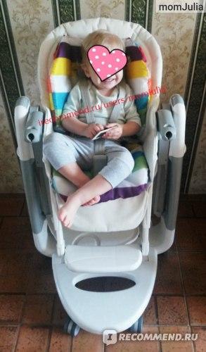 Малышка на стульчике