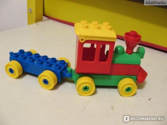 """Поезд фирмы Lego. Вагоны соединяются с """"защелкиванием"""""""