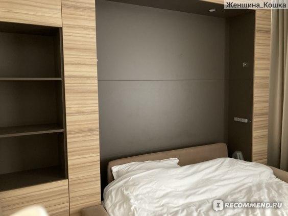 Извините за непрезентабельный вид кровати, фотографии я делала на последний день, когда мы уже изрядно пожили в номере..