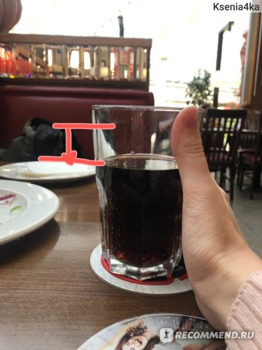 красным показала сколько всего выпила колы., ее принесли в кафе к заказу.  Со 2-го месяца беременности все подобные сладкие напитки исключила совершенно.