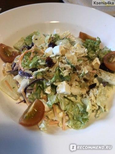 Вот такой салат смогла заказать в кафе. Практически не вреден.