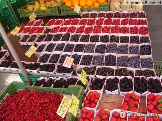 ягодки на рынке (ценники шокируют...)