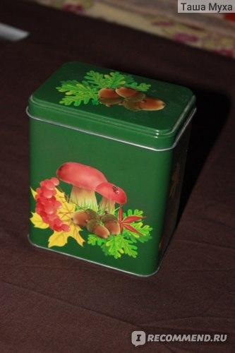 Жестяные баночки , в которых храню чай зелёный .