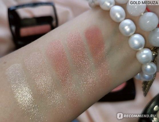 Слева-направо (Left to Right) ↪️ Duo de Camellias de Chanel ➡️ Chanel Highlighting Powder in Rose Gold ➡️ Fleurs de Printemps Blush Spring 2021 Blush & Highlighter Duo