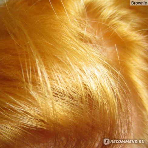 После первого осветления (сухие волосы, искусственный свет)