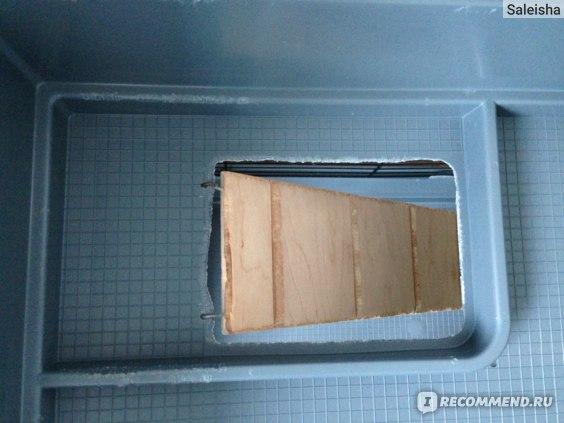 Лестница крепится крючками за верхний этаж, никогда не падает!
