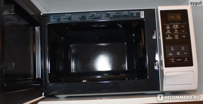 в вехней части микроволновки подсказки по приготовлению блюд