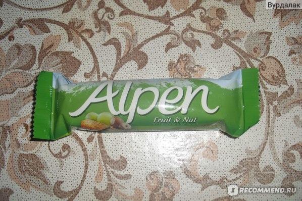 Мюсли Alpen Батончик с фруктами и орехами фото