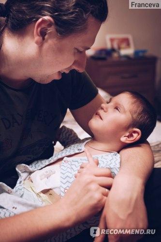 Папа встречает дочу после операции по установке гастростомы