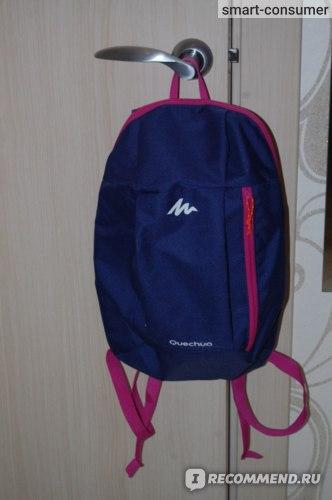 Спереди расцветка у моего рюкзака темно-синяя с розовыми деталями