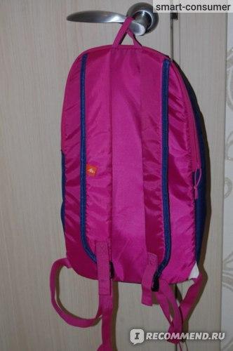 Спинка и лямки рюкзака ярко-розовые