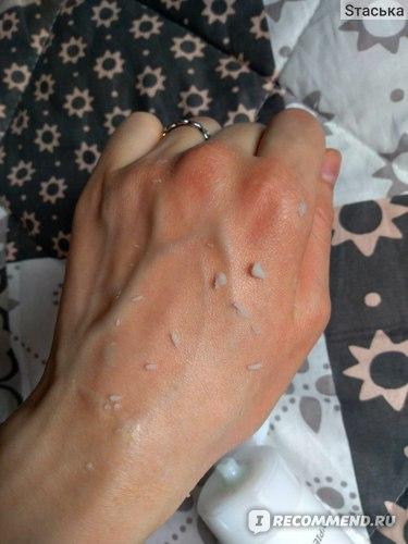 Первую минуту при воздействии кожа краснеет, это нормально. главное, чтобы не было чувство жжения или боли.