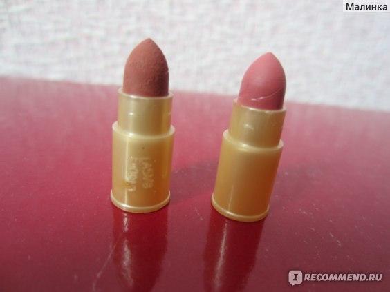 Левый (коричневатый) это Чайная, правый (розоватый) это Пыльная роза