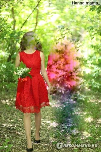 Невеста в красном коротком платье