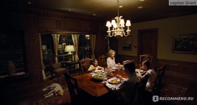 Семья Мэрфи за ужином. Пока в семье всё спокойно.