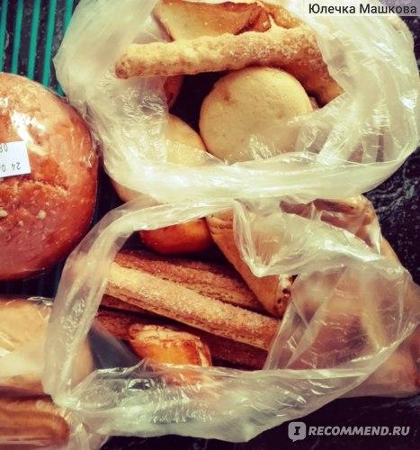 """Эклеры, печенье слоеное с сахаром """"хрустики"""" от Батерфляй, сочники с творогом, сдобное с начинкой от Моспекарь"""