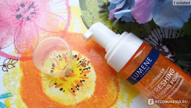 Освежающая очищающая пенка для умывания Lumene Bright Touch фото