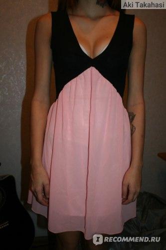 платье на мне, извиняюсь за лифчик, сюда нужно другое белье, ибо вырез очень глубокий