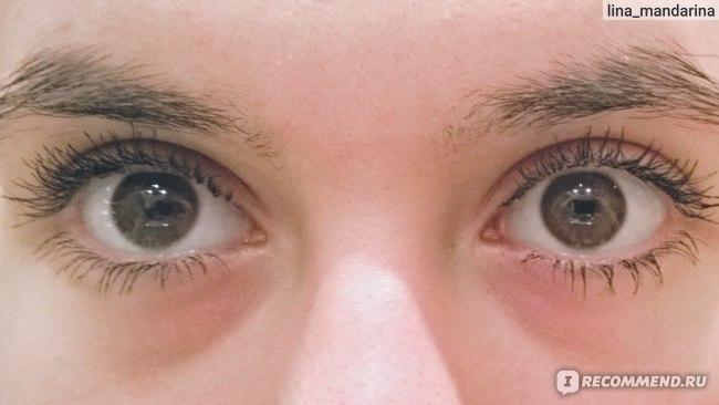 Накрашены оба глаза