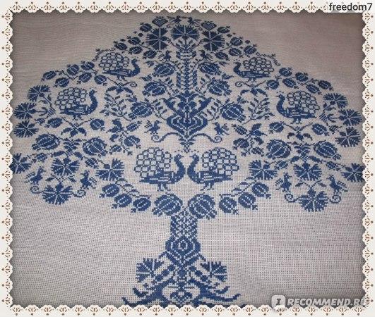 монохромная вышивка крестом, дерево