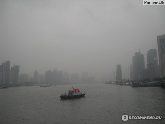 Река Хуанпу укрыта туманом