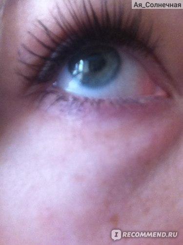 вот так выглядела кожа под глазками за день до покупки геля, я как раз делала фото для отзыва о туши