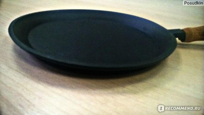 Сковорода блинная Камская посуда чугунная с деревянной ручкой фото