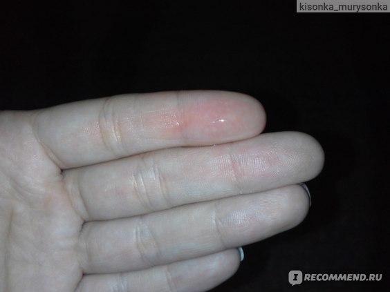 Капелька масла на пальце