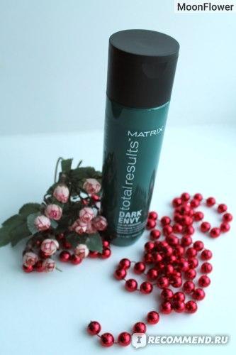 Шампунь для нейтрализации красных оттенков тёмных тонов волос MATRIX Total Results Dark Envy Shampoo фото