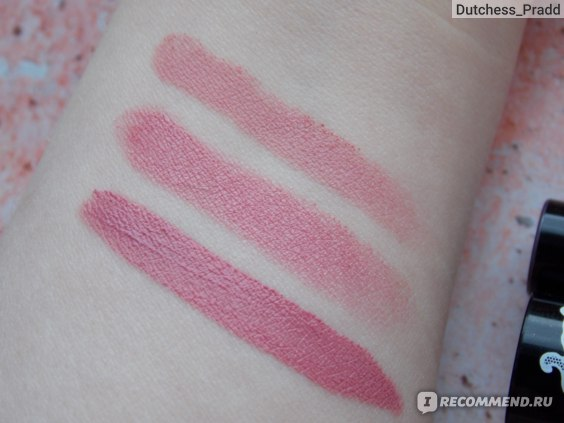 Сверху вниз: 33367 Nonstop Nude (Бежевый нюд) Oriflame , Pretty Woman 102 Art Visage, Pin Up Matte lip gloss 19 Luxvisage.