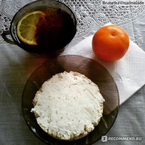творожный сыр с хрустящим хлебцом, идеально.