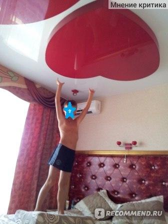 Спальня номера люкс отель Елена