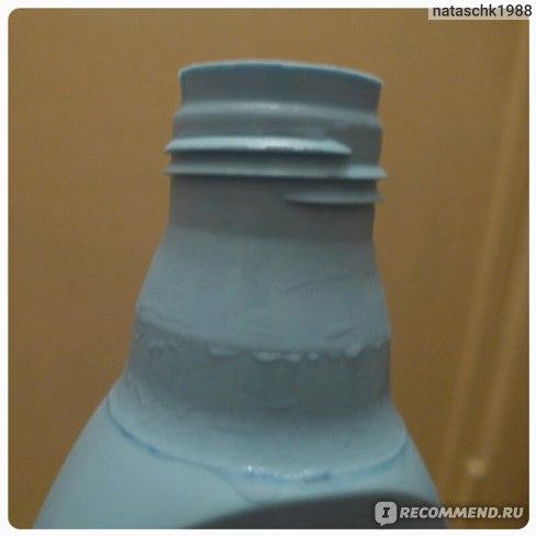 Вот в таком мостоянии верхушка бутыля, вся мокрая от предыдущих использований