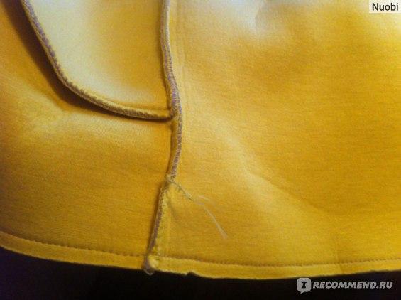 Края изделия не обработаны и криво подрезаны, из боковых швов торчат нитки