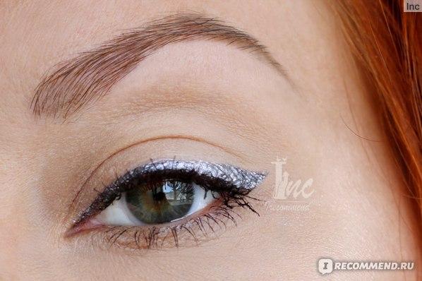 Подводка-фломастер для глаз L'Oreal Super Liner Perfect Slim, поверх Кремовая подводка для глаз NYX Holographic Halo Cream Eyeliner