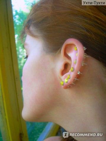 Дырки около ушей