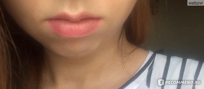 Увлажняющая помада для губ Berrisom OOPS Lip Bar  фото