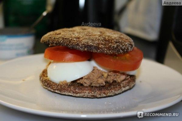 Отличный полезный перекус или полноценный обед: бургер с тунцом