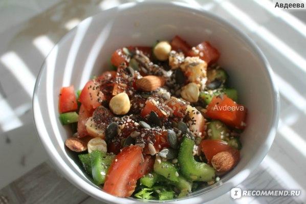 Пример обеда: салат с орехами и семечками