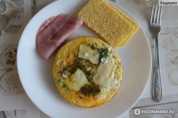 Пример завтрака: яичница под сыром + ветчина + хлебцы
