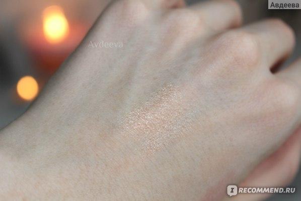 Хайлайтер Becca Shimmering Skin Perfector Spotlight в оттенке №4 Opal Свотчи