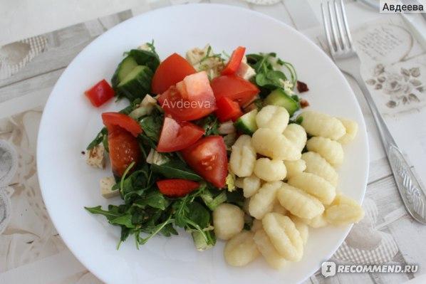 Пример обеда: салат и картофельные ньокки