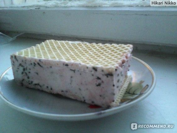 Мороженое Кубань мороженое Вишенка&Chocolate пломбир ванильный с шоколадной крошкой и вишневым джемом фото