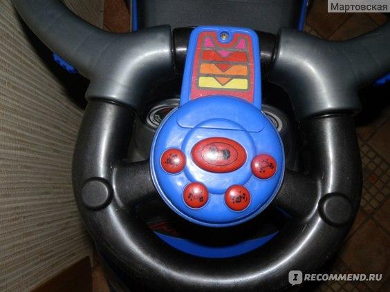кнопки с музыкой. сверху видны еще бортики, удерживающие руль.