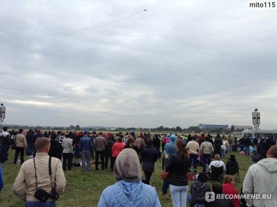 авиашоу 2013 - вот так располагаются зрители на поле