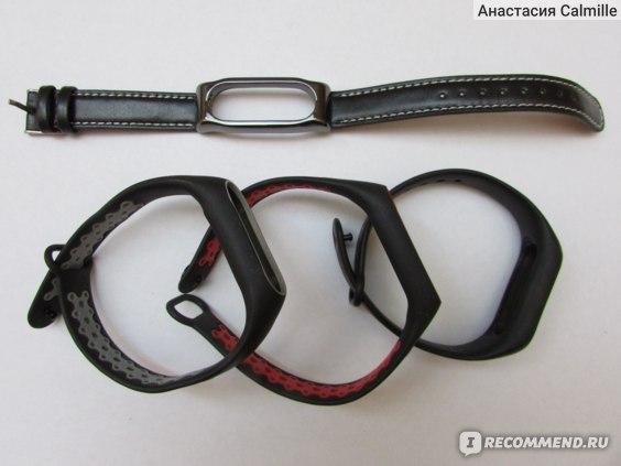 Крайний правый чёрный браслет - оригинальный