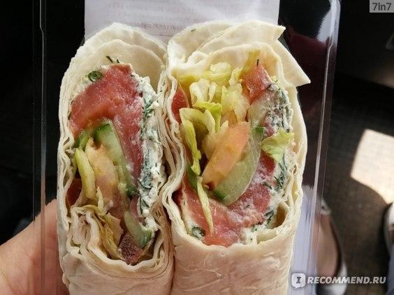 Сендвич - ролл ВкусВилл / Избёнка с кетой фото
