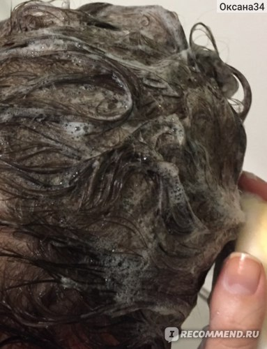уже при нанесении шампуня образуется нежная пена